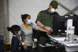 eeuu enviara a hoteles a familias migrantes detenidas