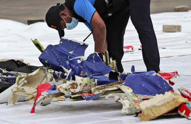 Localizan parte del avión caído en el Mar de Java