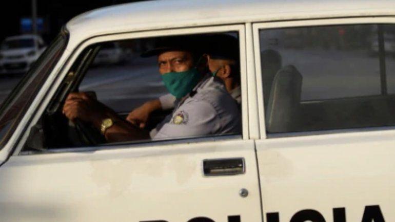 Fuerte operativo policial alrededor del hospital Calixto García