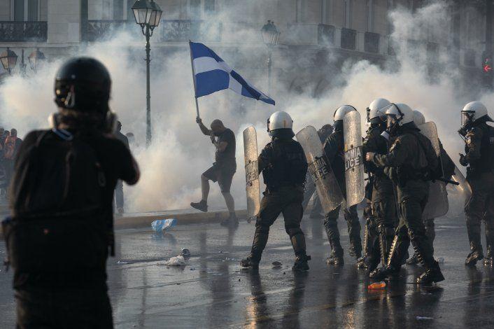 Protestan en Grecia contra vacunación obligatoria por COVID