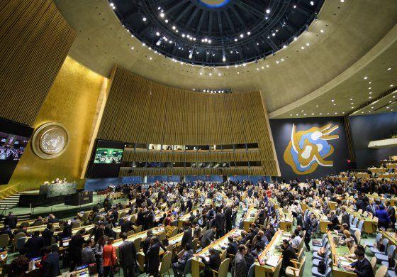 Comisionado de Venezuela ante la ONU advierte que la crisis humanitaria promueve la prostitución por comida