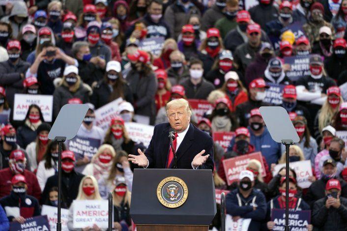 Gobierno de Trump sigue minimizando riesgo del virus