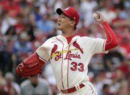 kim extiende racha de blanqueadas; cardenales se imponen