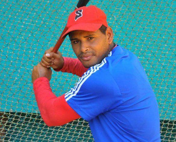 Prensa cubana: dos peloteros desertaron en EEUU