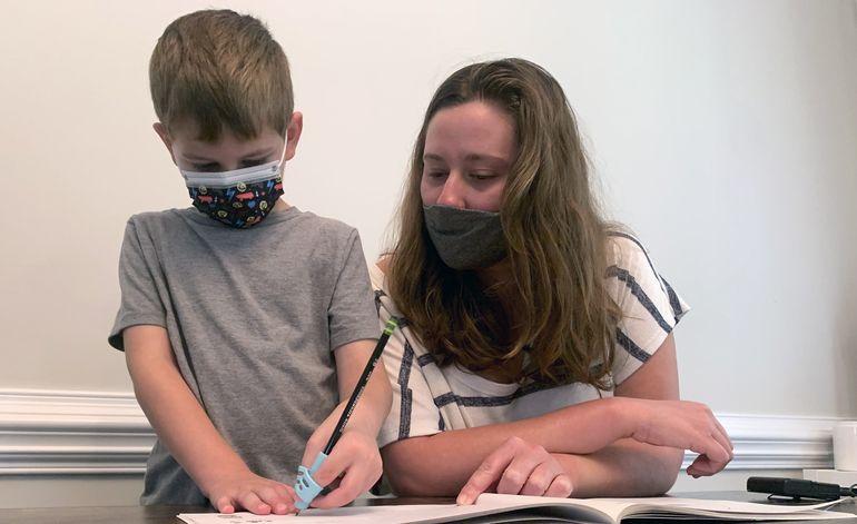 Cierres de escuelas y cuarentenas por COVID afectan alumnos