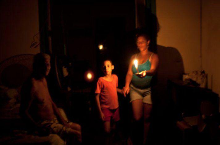 Régimen cubano incumple promesa y comienzan los apagones de tres y cuatro horas