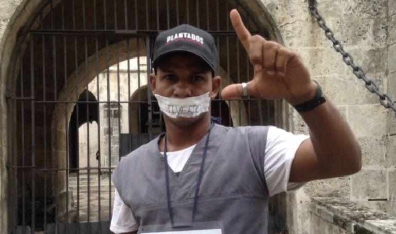 El régimen cubano detiene, golpea e intenta vestir de preso a Maykel Castillo