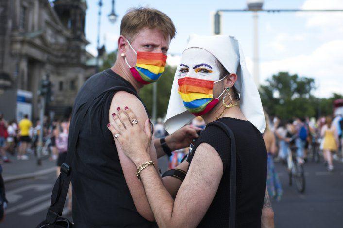 Alemania: Miles de personas participan en desfile LGBTQ