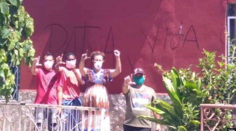 Pintan de rojo la casa de José Daniel Ferrer y activistas vuelven a pintar Patria y Vida en los muros de la sede de UNPACU