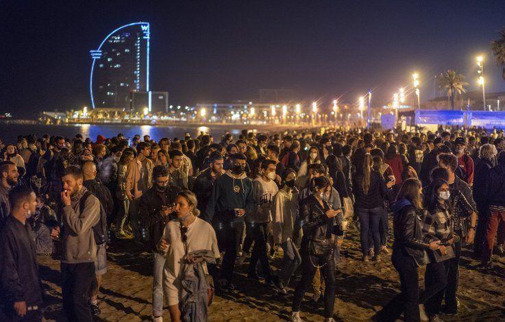 España: Pueden subir casos de COVID-19 tras celebraciones