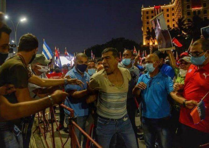Cubano le grita a Díaz-Canel ¡S*ngao! en su propio evento comunista
