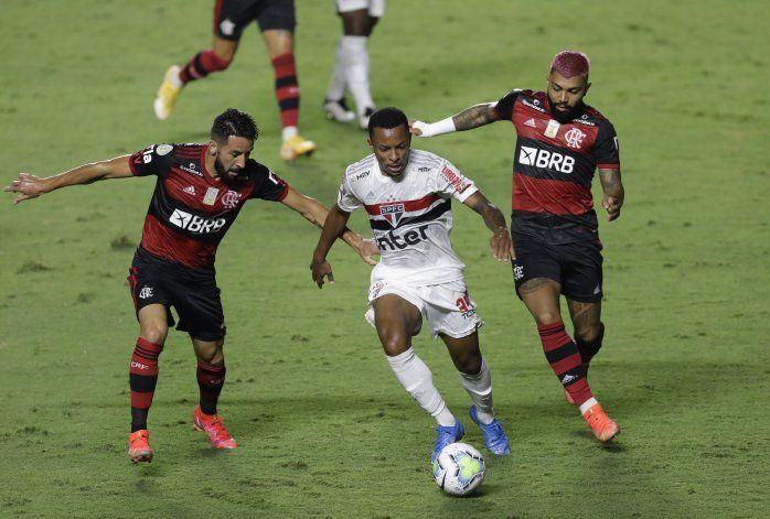 Clamor en Brasil para frenar el fútbol por otra oleada COVID