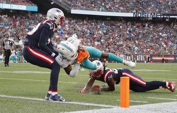 Tua consigue dos TDs y Dolphins vencen 17-16 a Patriots