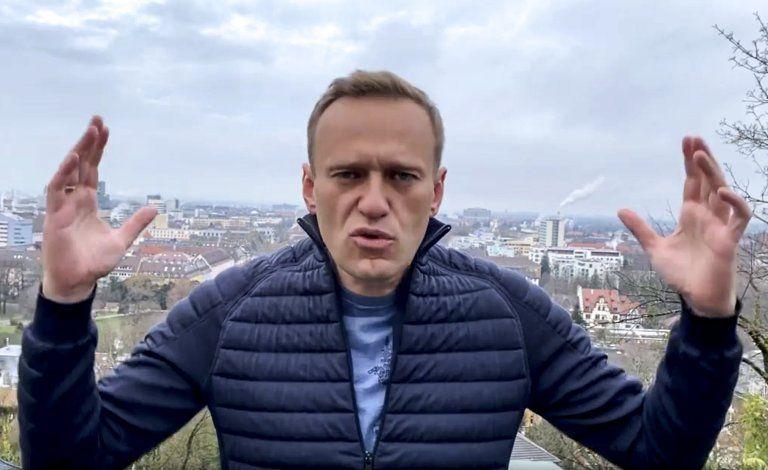 Advierten arresto de Navalny cuando regrese a Rusia