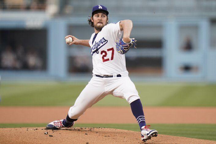 A los tumbos, los Dodgers siguen remando por repetir título