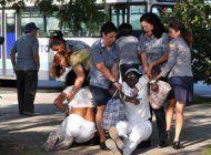 damas de blanco arremeten contra la prensa extranjera acreditada en cuba  por no cubrir la represion