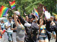 vetan a policias de eventos del orgullo gay en ny