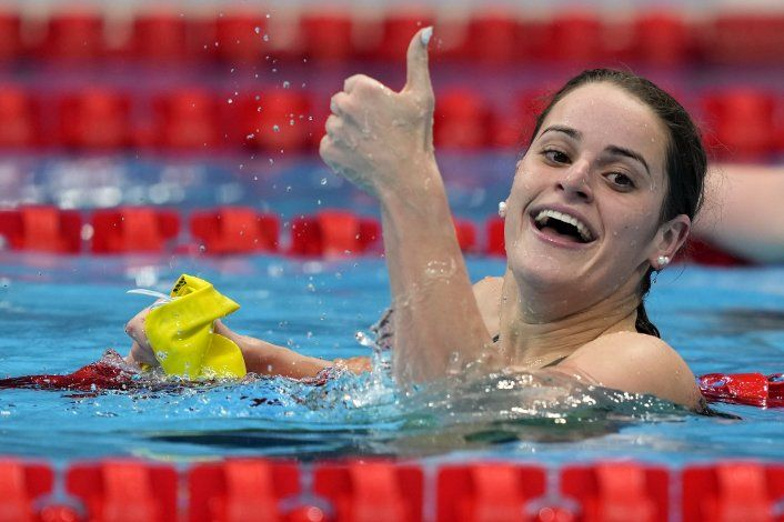 Australiana McKeown impone récord olímpico en 100 dorso