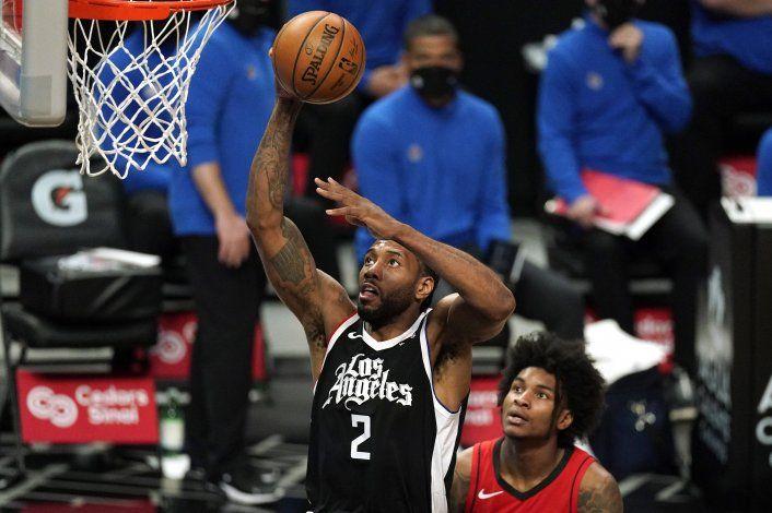 Leonard anota 31 y Clippers amplían racha de triunfos a 4