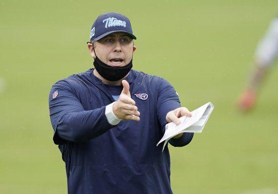 Falcons nombran entrenador a Smith, excoordinador de Titans