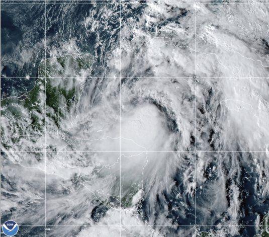 La tormenta Zeta representa riesgo de huracán para México