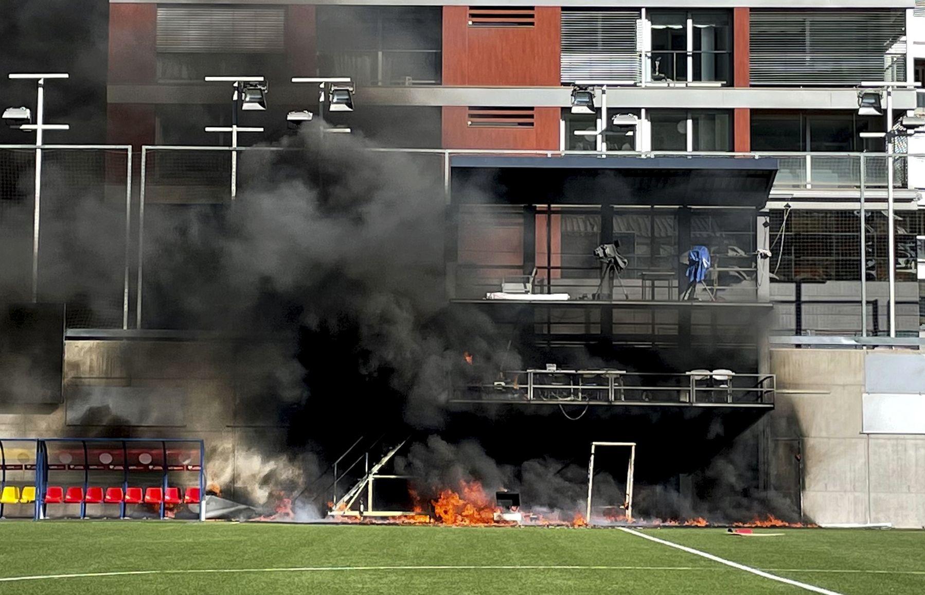 Estalla incendio en estadio en víspera de Inglaterra-Andorra
