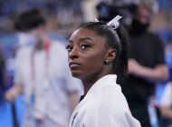 campeona olimpica biles, fuera de final por posible lesion