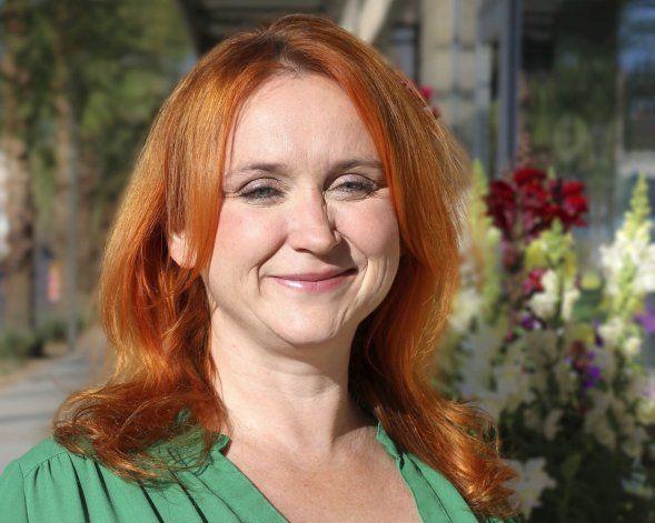 AP nombra a Anna Jo Bratton editora de reportajes para EEUU