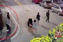 captado en camara quedo el momento en que un grupo de turistas fue asaltado por unos ladrones