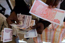 el dolar cae a 45 pesos cubanos mientras el euro llega a los 90 tras las medidas del gobierno cubano