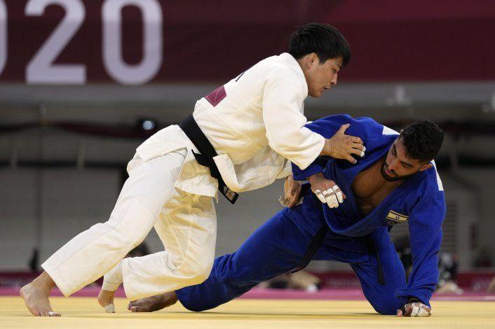 Judoka israelí resiste en Tokio tras retirada de 2 rivales