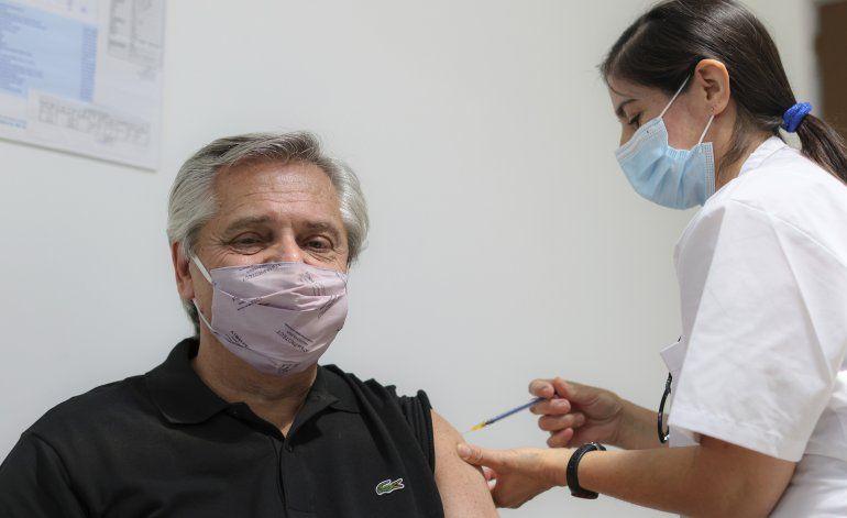 Presidente argentino recibe la vacuna rusa Sputnik V