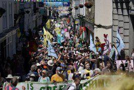 protestas contra el cambio climatico durante cumbre del g7