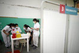 argentina inmuniza 50% de poblacion, pero se queja con rusia