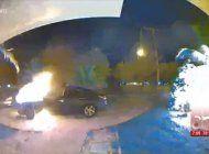 captado en camara voraz incendio de autos en cutler bay
