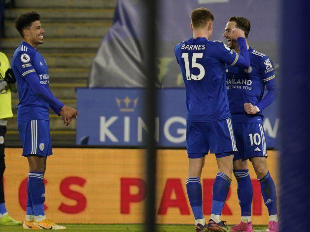 Leicester propina otro revés a Chelsea y es líder