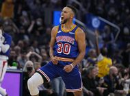 stephen curry anota 45 y warriors frenan a clippers 115-113