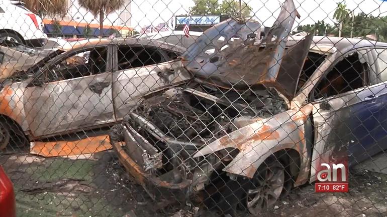 Revelan el video de seguridad del momento en prenden fuego a varios carros de un Dealer de La Pequeña Habana