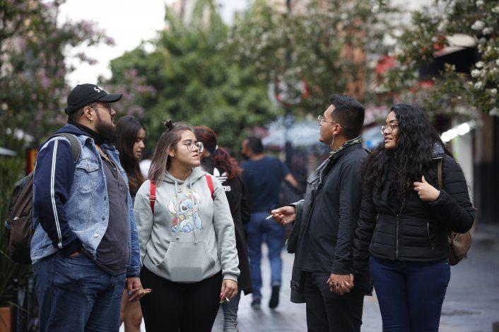 México: Jóvenes vuelven a fiestas, aunque algunos se vacunan