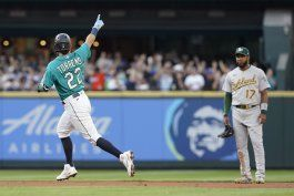 raleigh y torrens jonronean; seattle vence 4-3 a oakland