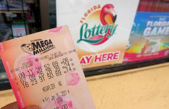 Los premios de Powerball y Mega Millions se disparan a 904 millones de dólares en total