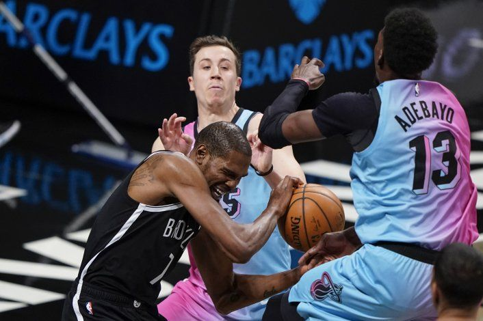 Durant e Irving guían a Nets a victoria sobre Heat