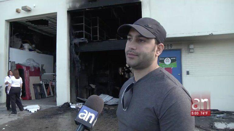 Voraz incendio destruyó un almacén de muebles de lujo en Hialeah