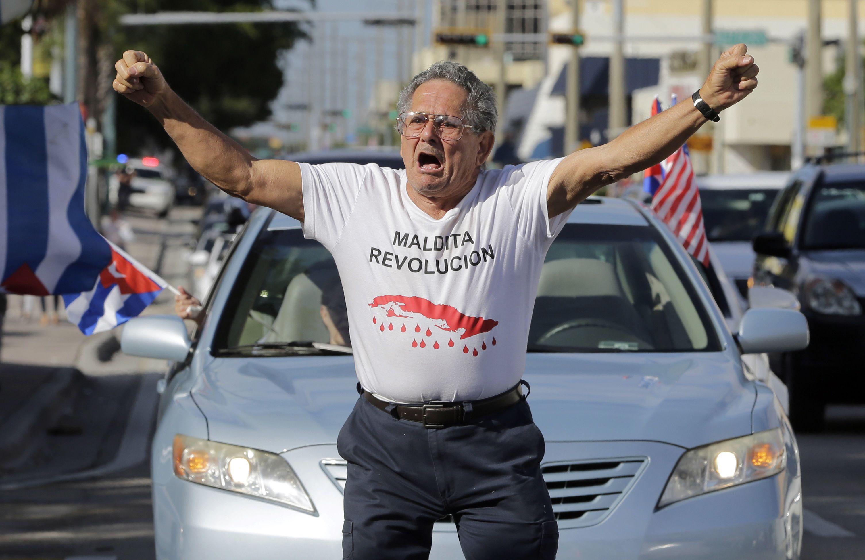 Cubanos en Miami festejan y reflexionan tras muerte de Fidel