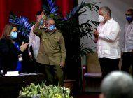 el dictador  raul castro deja la direccion del partido comunista de cuba