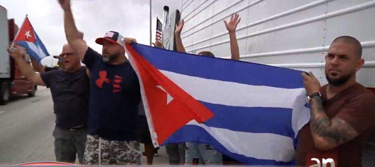 Camioneros de Miami se manifestaron en apoyo al pueblo cubano