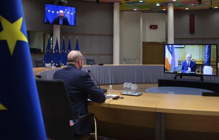 Gobiernos europeos intentan impulsar campaña de vacunación