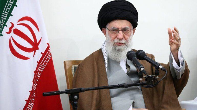 Líder iraní prohíbe vacunas occidentales