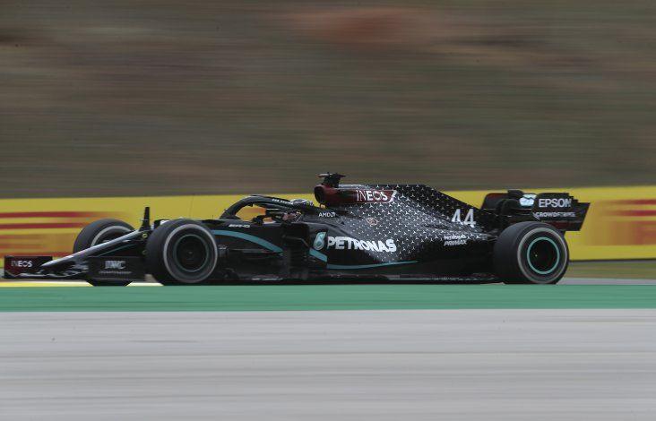 Hamilton gana en Portugal, bate récord de victorias en la F1