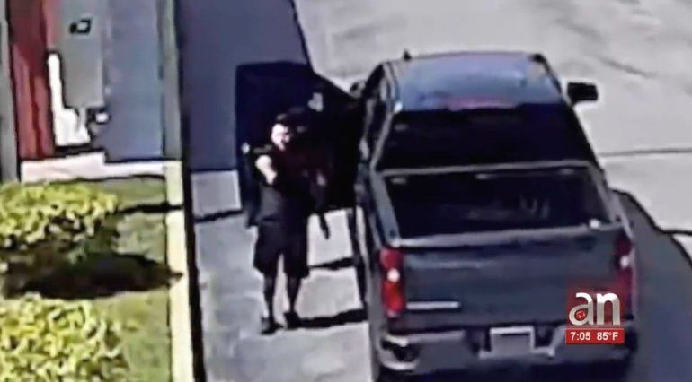 Nuevas imágenes del hombre que se enfrento con la policía a tiros en Hialeah Gardens